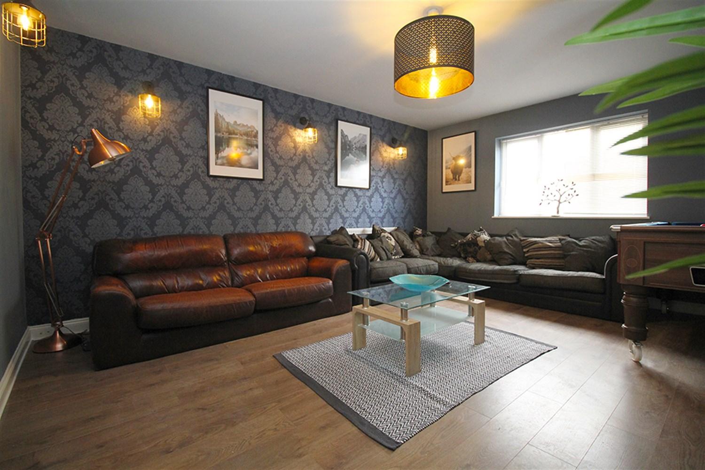 Lounge / pool room