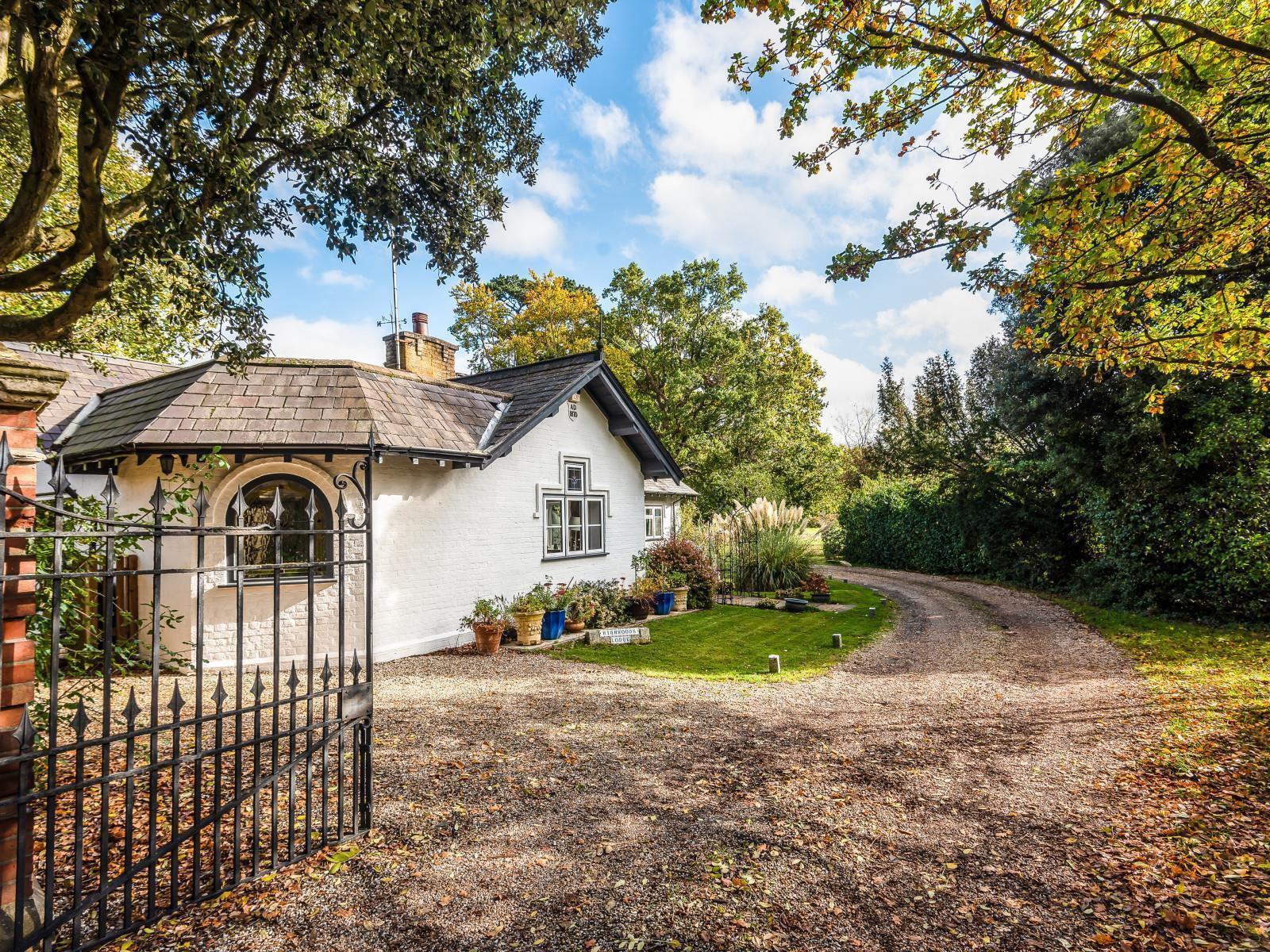 Highwoods Lodge, Burghfield Common, RG7 3BG