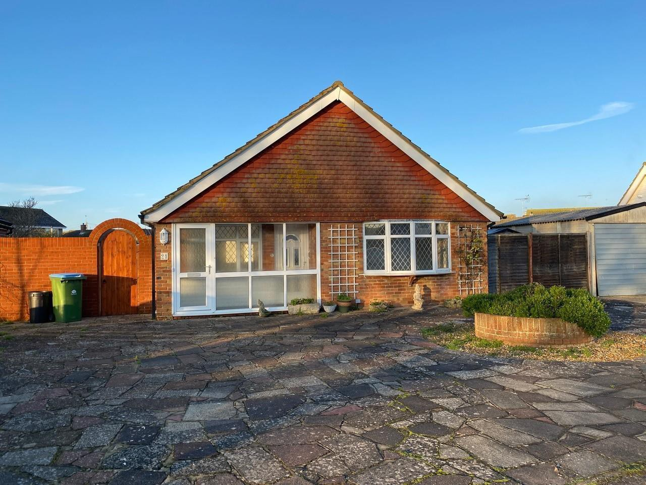 Bungalow to let in Pagham (Main)