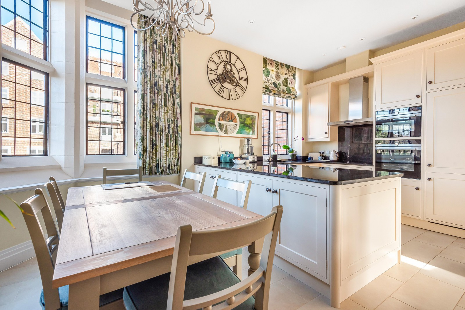 Kitchen / Dining Room (Main)