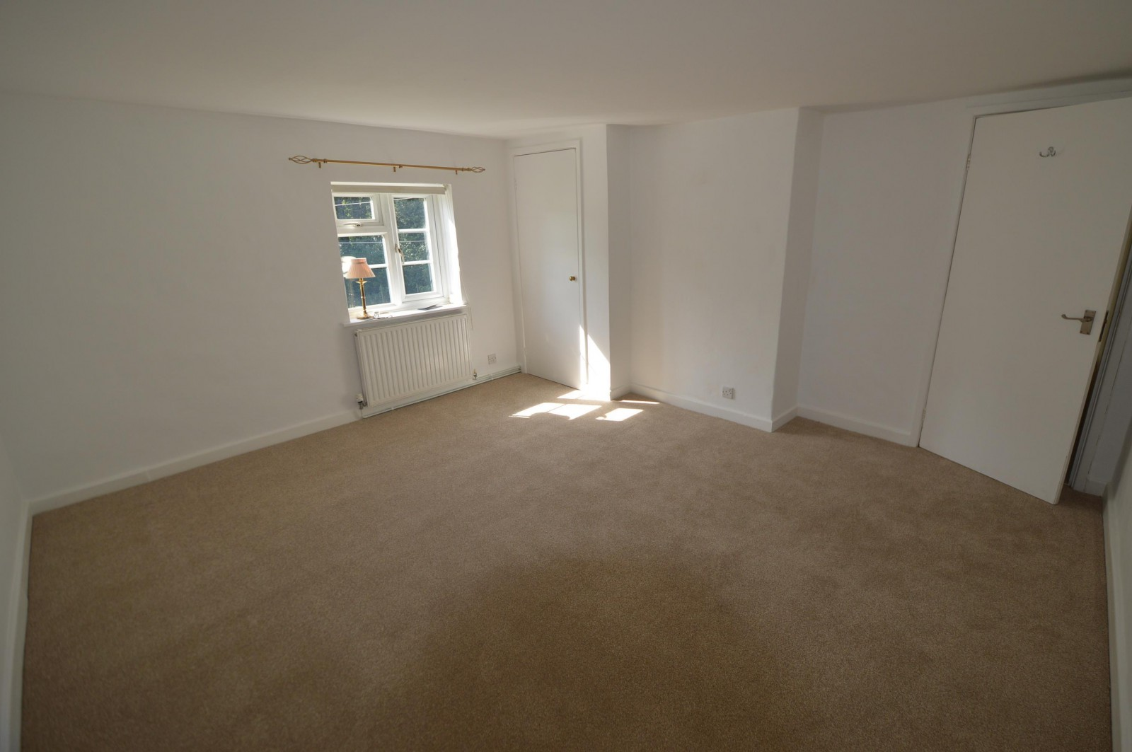 Bedroom 1 Property to let in West Meon