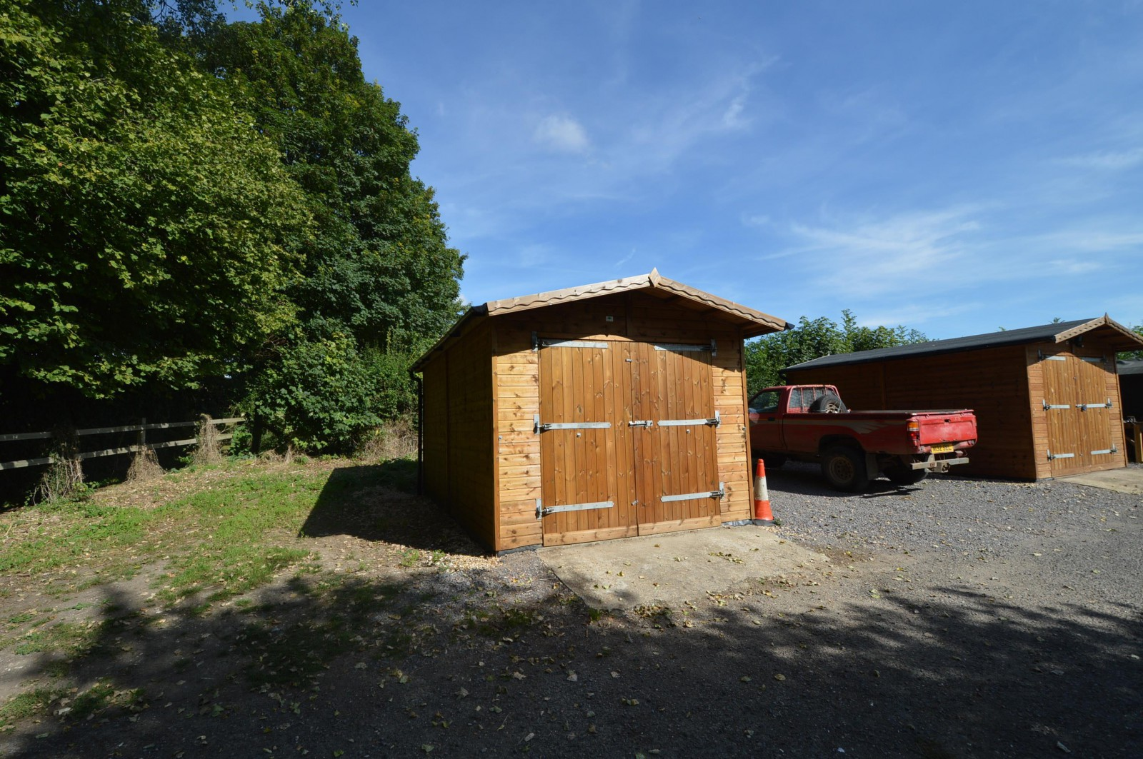 Garage Property to let in West Meon