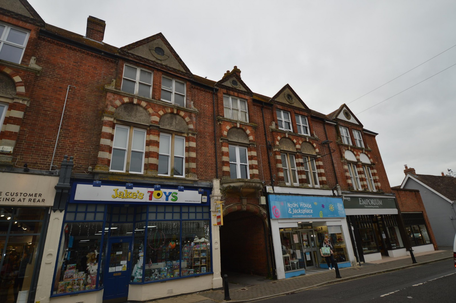 Front Property to Let in Petersfield (Main)