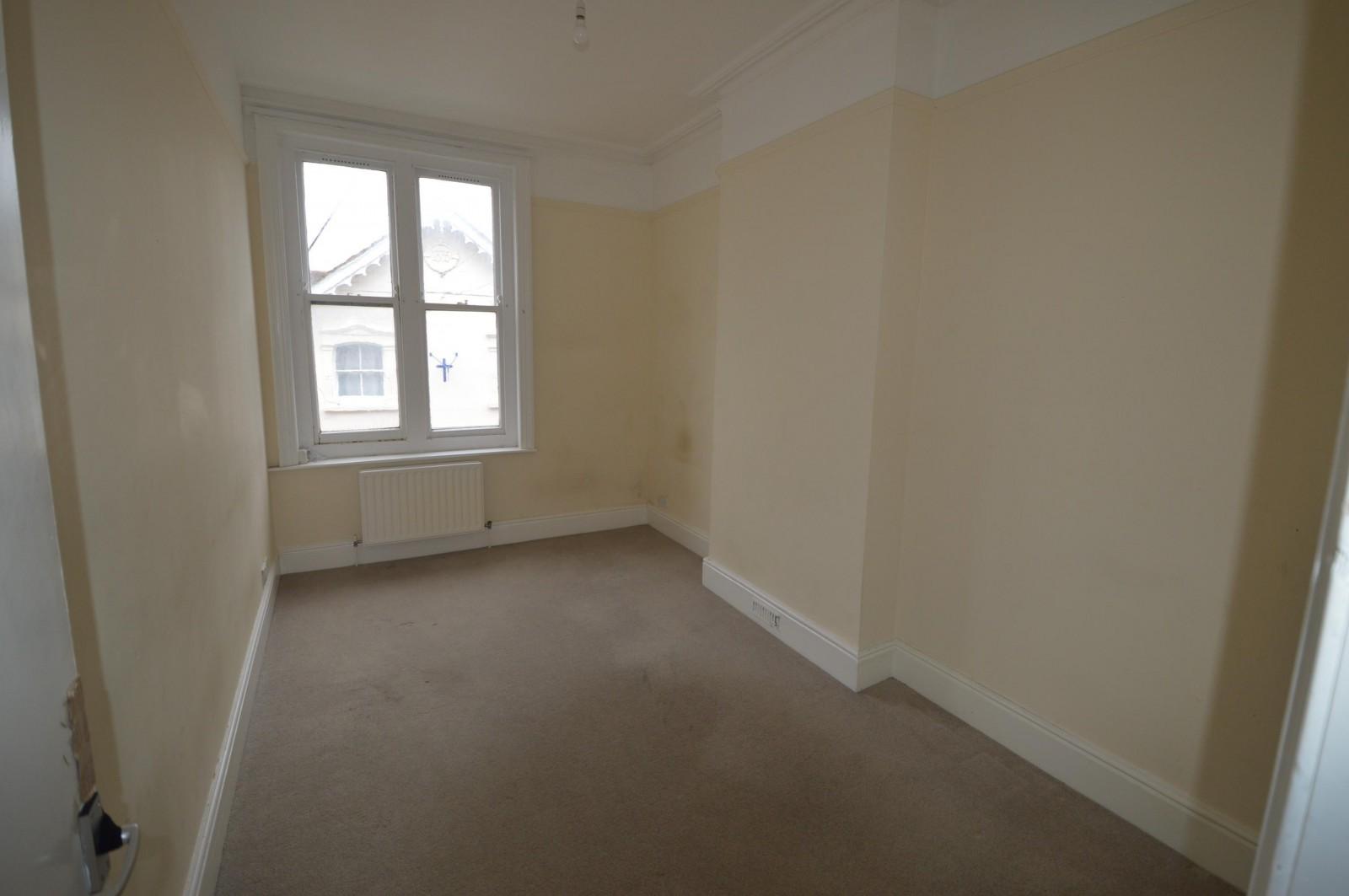Bedroom 1 Property to let in Petersfield