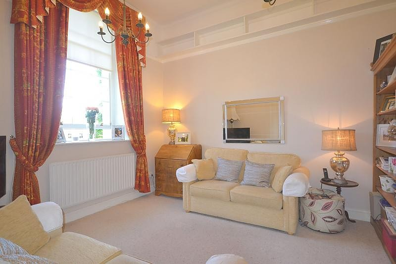 Flat to rent in Chichester Living Room