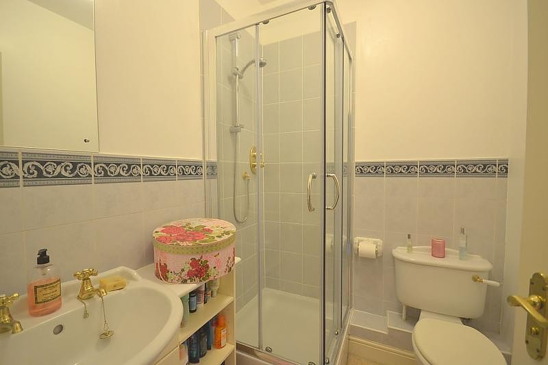 Flat to rent in Chichester Bathroom