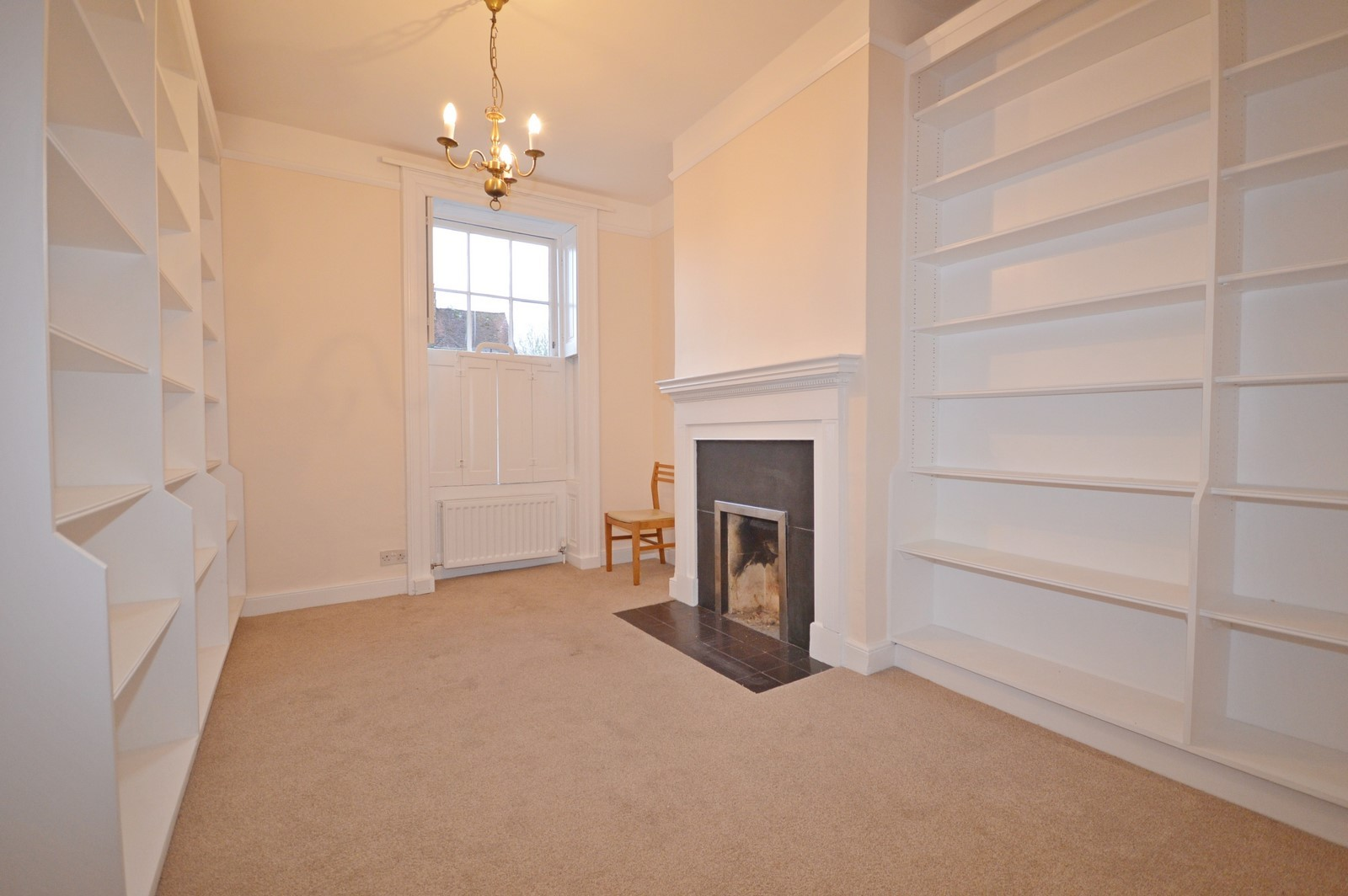 Library House to rent in Chichester City Centre