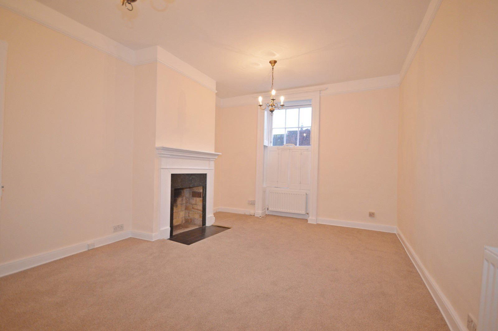 Drawing Room House to rent in Chichester City Centre