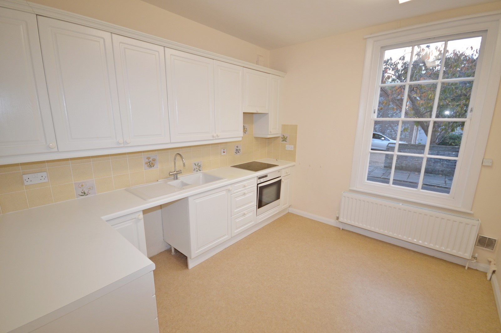 Kitchen House to rent in Chichester City Centre