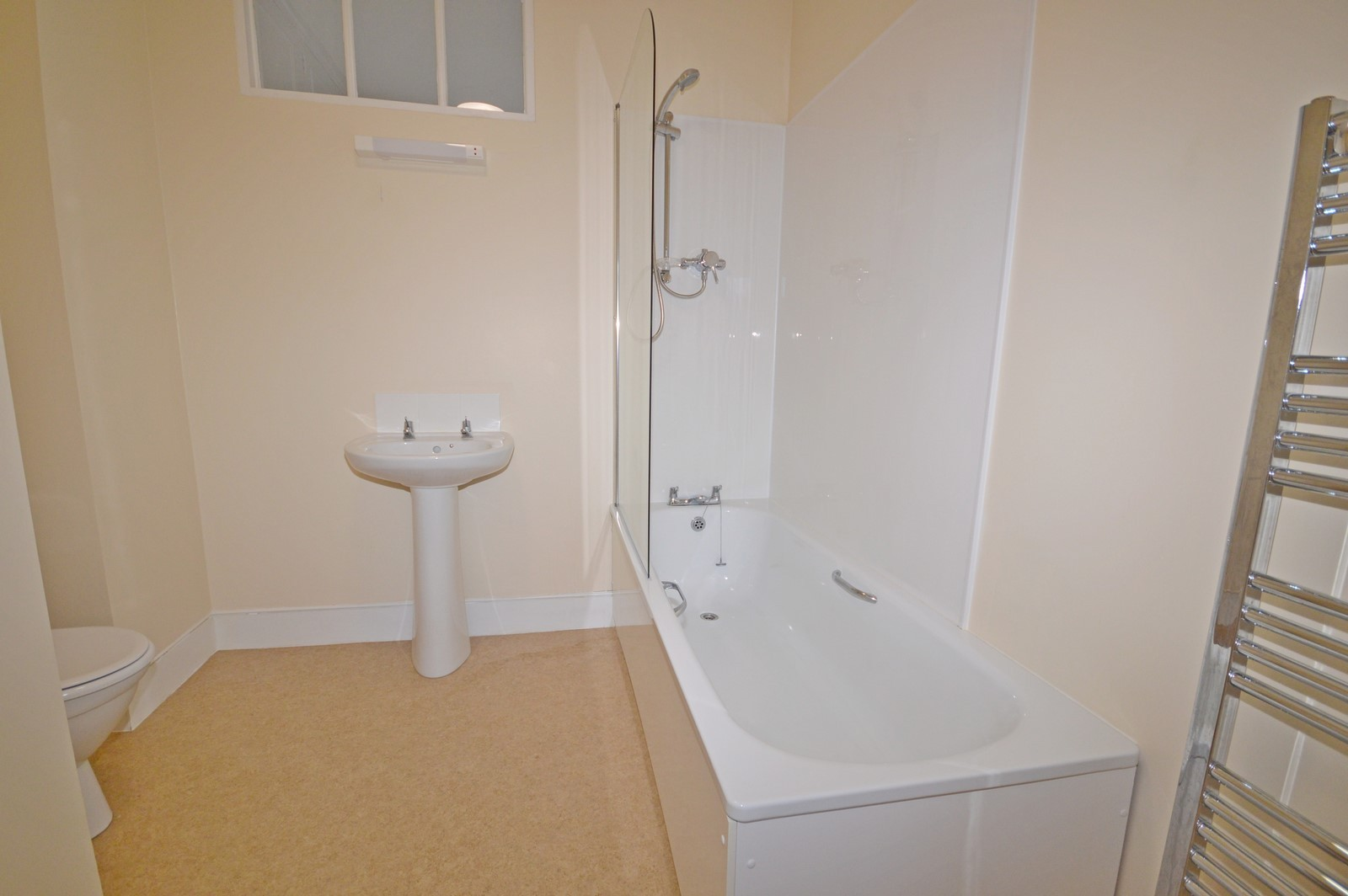 Bathroom House to rent in Chichester City Centre