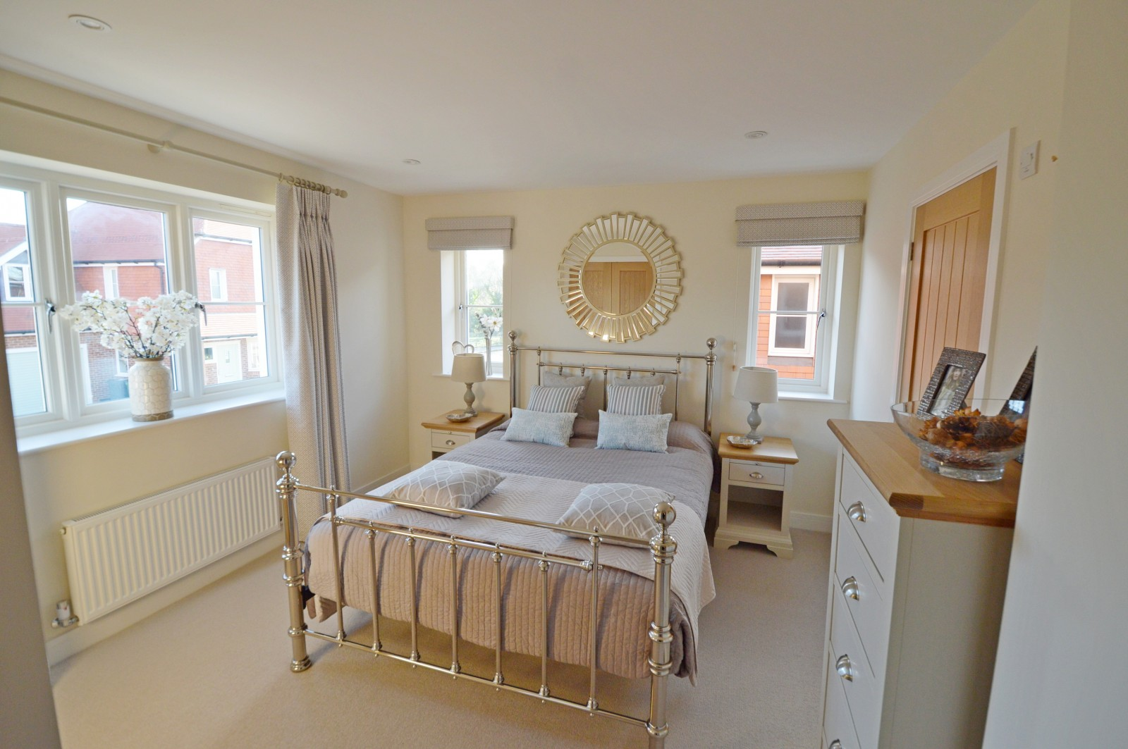 Bedroom 1 Property to let in Ropley