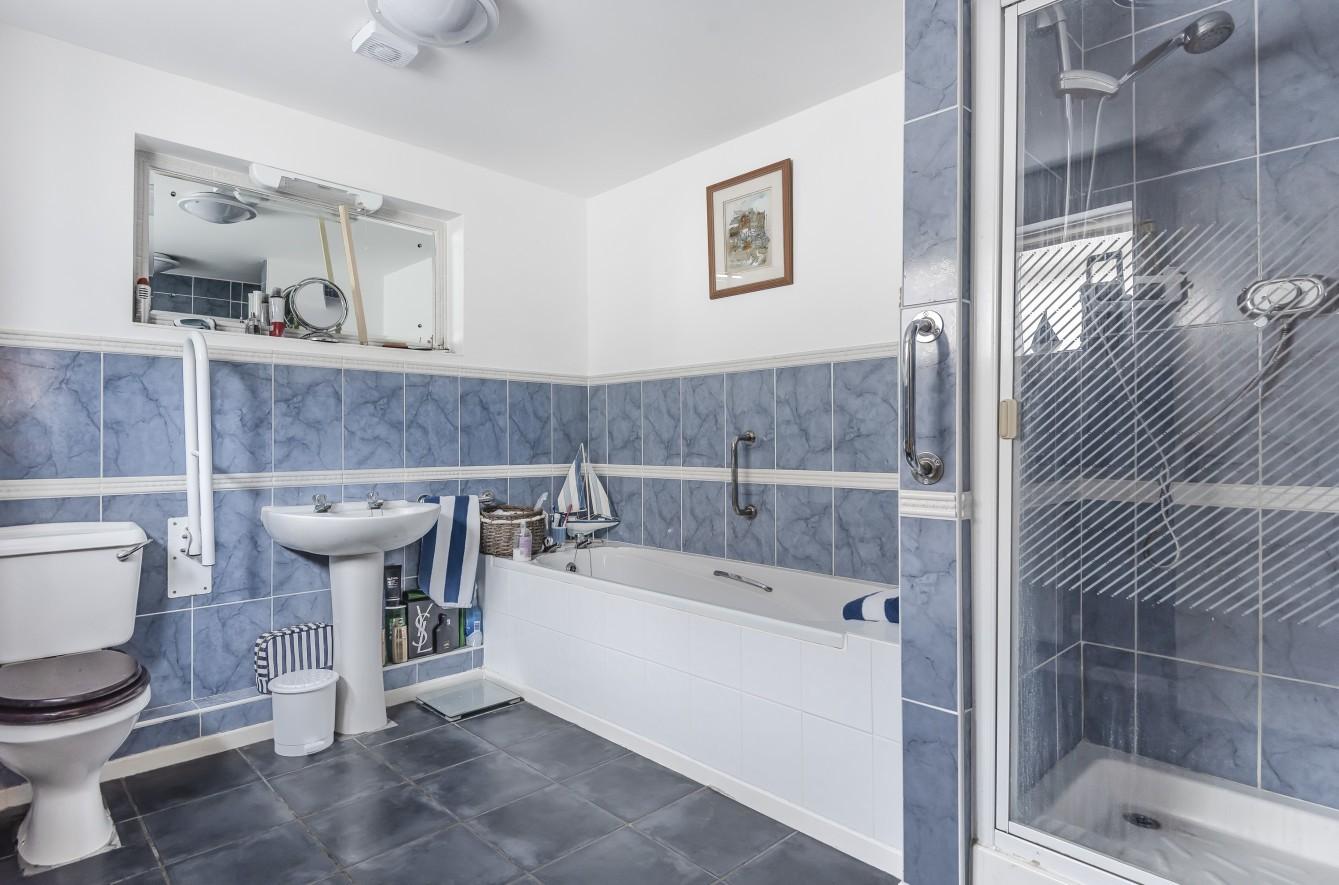 bathroom (GF-main)