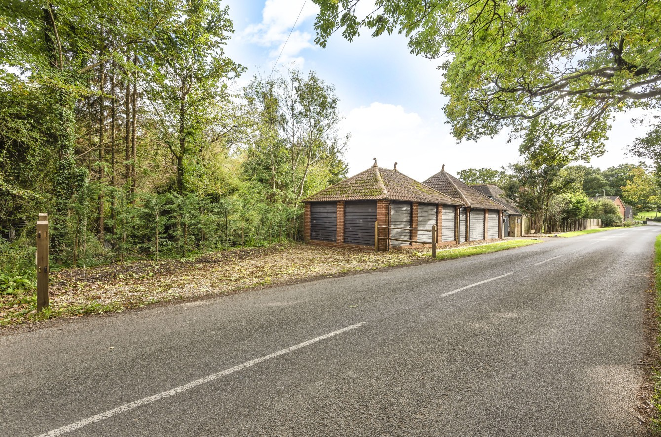 Detached garage/annex