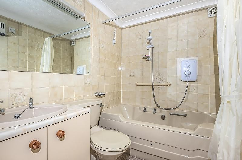 1 Bedroom retirement property