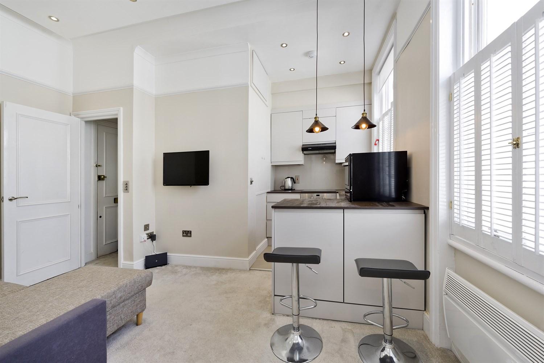 1 bedroom Kensington flat to rent - Lexham Gardens, W8